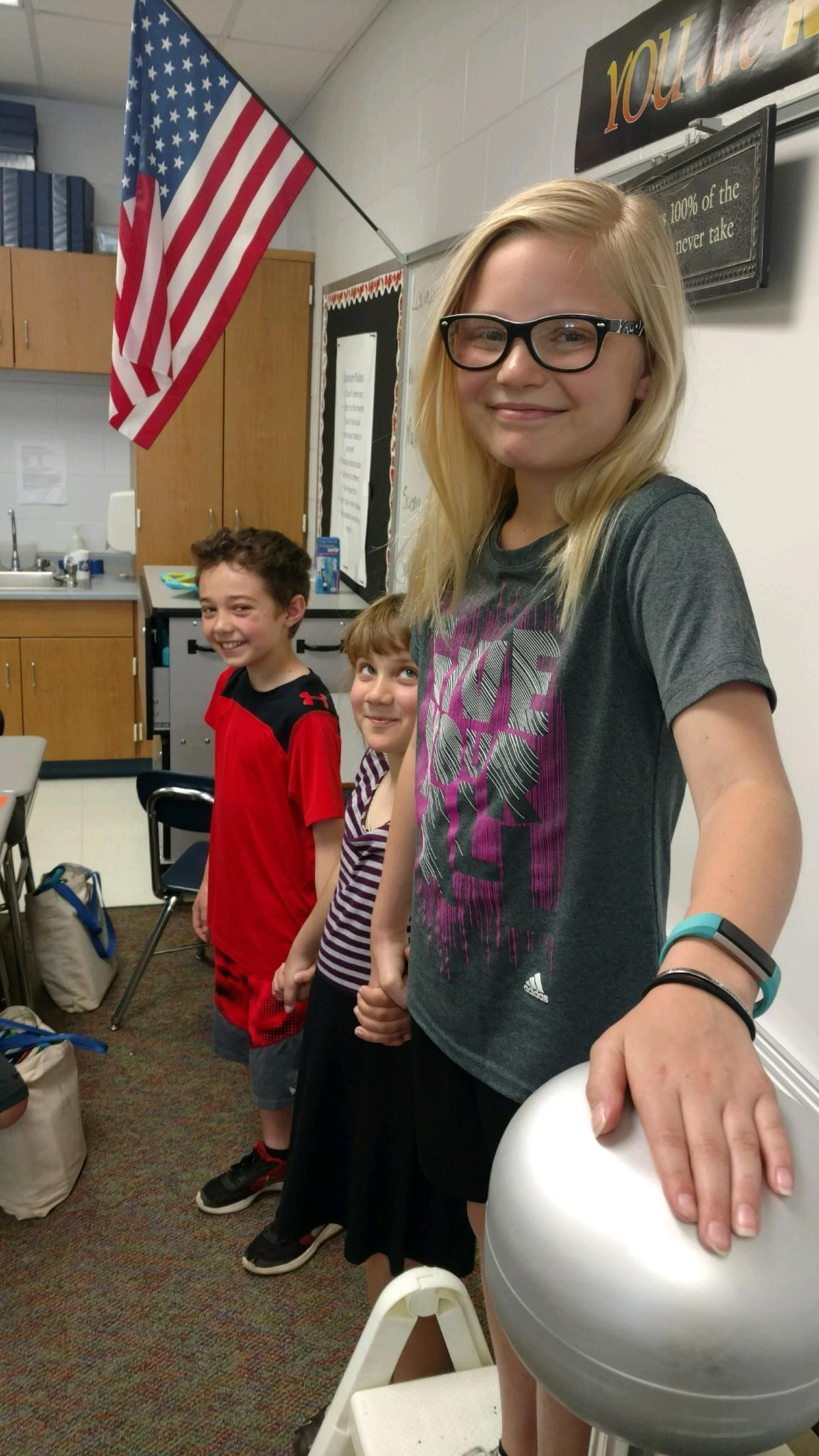 4th Grade Science sharing the static electricity!