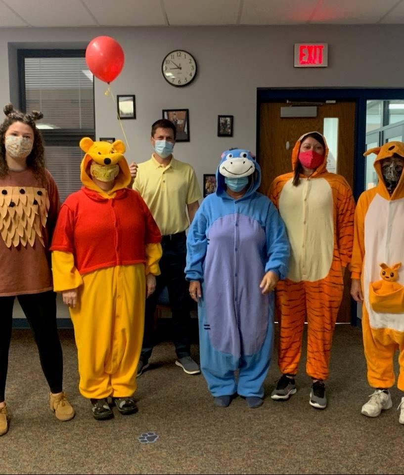 Pooh Bear,Christopher Robin,Owl,Eeyore,Tigger,&Kanga!