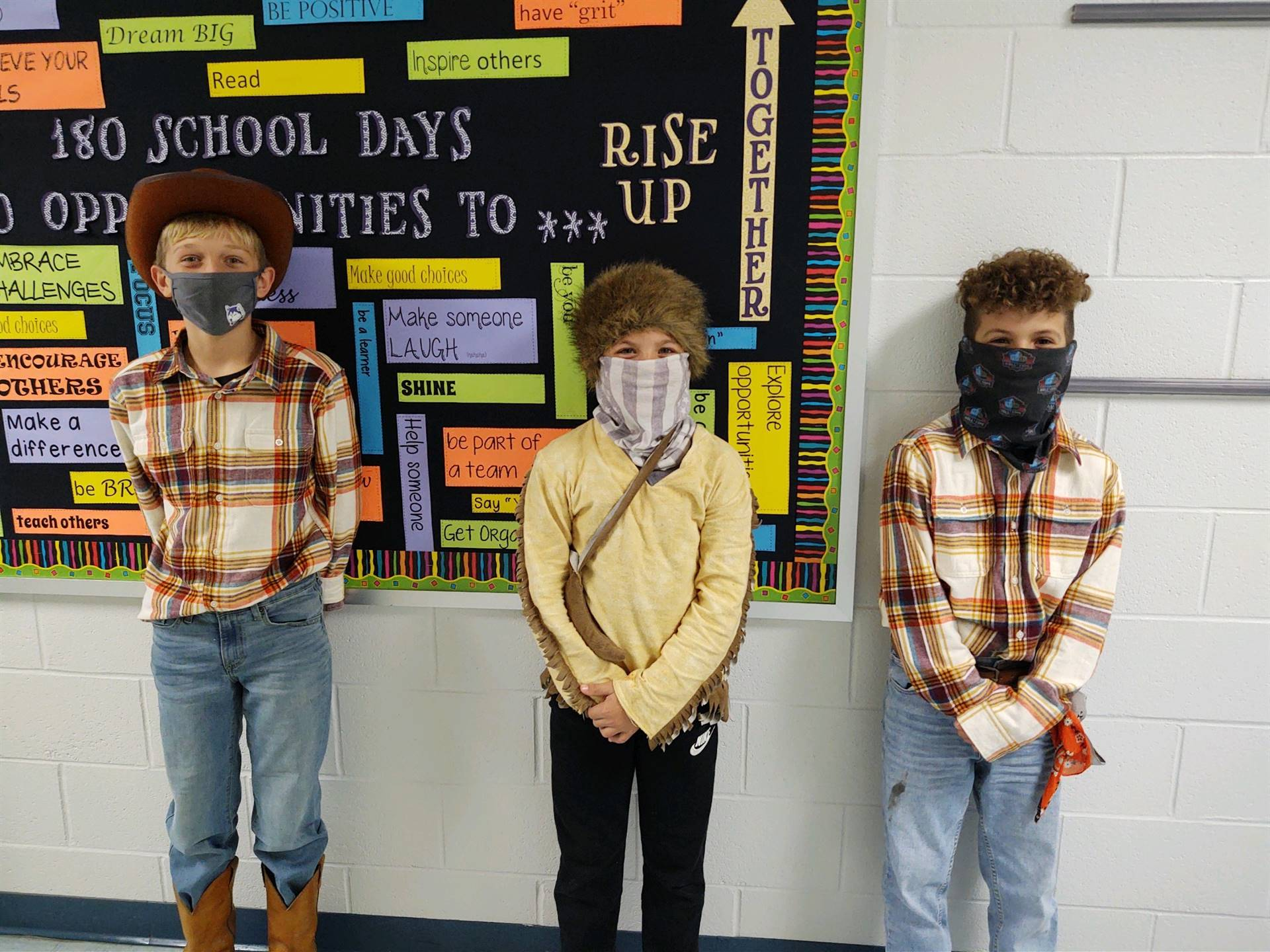 Three outlaws awaiten' for the sheriff :)